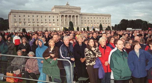 Crowds at Stormont estate in 1999 to see Luciano Pavarotti
