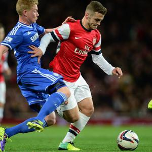 LONDON, ENGLAND - OCTOBER 29: Jack Wilshere of Arsenal is tackled by Kevin De Bruyne of Chelsea during the Capital One Cup Fourth Round match between Arsenal and Chelsea at the Emirates Stadium on October 29, 2013 in London, England. (Photo by Jamie McDonald/Getty Images)