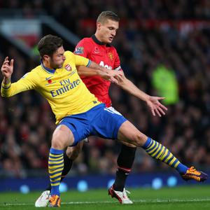 MANCHESTER, ENGLAND - NOVEMBER 10: Olivier Giroud of Arsenal battles with Nemanja Vidic of Manchester United during the Barclays Premier League match between Manchester United and Arsenal at Old Trafford on November 10, 2013 in Manchester, England. (Photo by Alex Livesey/Getty Images)