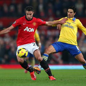 MANCHESTER, ENGLAND - NOVEMBER 10: Robin van Persie of Manchester United competes with Mikel Arteta of Arsenal during the Barclays Premier League match between Manchester United and Arsenal at Old Trafford on November 10, 2013 in Manchester, England. (Photo by Alex Livesey/Getty Images)
