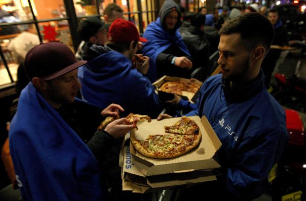 Getting a pizza the action: Fast food given out to the queuing gaming fans outside the PS4 lounge in Covent Garden ahead of the release of the Playstation 4 (Photo by Danny E. Martindale/Getty Images)