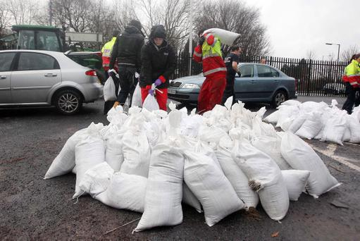 Volunteers give out sandbags at Inverary Community Centre in the Sydenham area earlier this month