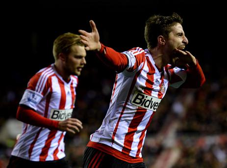 SUNDERLAND, ENGLAND - JANUARY 07: Fabio Borini of Sunderland (R) celebrates with Sebastian Larsson as he scores their second goal from the penalty spot during the Capital One Cup Semi-Final, first leg match between Sunderland and Manchester United at Stadium of Light on January 7, 2014 in Sunderland, England. (Photo by Laurence Griffiths/Getty Images)