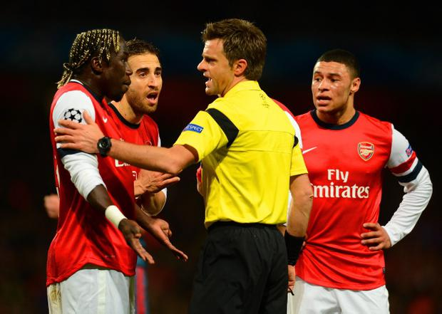 LONDON, ENGLAND - FEBRUARY 19: Bacary Sagna of Arsenal appeals to Referee Nicola Rizzoli during the UEFA Champions League Round of 16 first leg match between Arsenal and FC Bayern Muenchen at Emirates Stadium on February 19, 2014 in London, England. (Photo by Mike Hewitt/Bongarts/Getty Images)