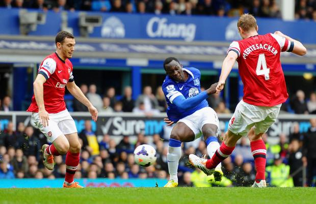 LIVERPOOL, ENGLAND - APRIL 06: Romelu Lukaku of Everton scores the second goal during the Barclays Premier League match between Everton and Arsenal at Goodison Park on April 6, 2014 in Liverpool, England. (Photo by Laurence Griffiths/Getty Images)