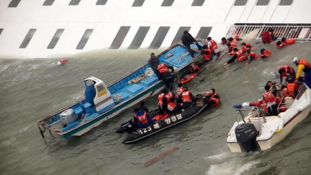 Passengers from the ferry sinking off South Korea's southern coast are rescued by South Korean Coast guard