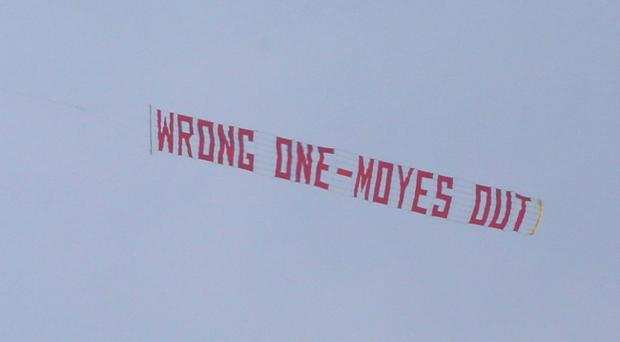 MANCHESTER, ENGLAND - MARCH 29: A plane flies overhead with a banner criticising Manchester United Manager David Moyes during the Barclays Premier League match between Manchester United and Aston Villa at Old Trafford on March 29, 2014 in Manchester, England. (Photo by Alex Livesey/Getty Images)