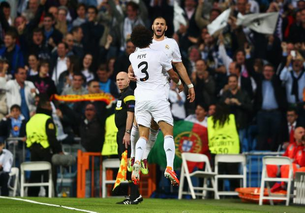 MADRID, SPAIN - APRIL 23: Karim Benzema of Real Madrid celebrates scoring the opening goal with Pepe of Real Madrid during the UEFA Champions League semi-final first leg match between Real Madrid and FC Bayern Muenchen at the Estadio Santiago Bernabeu on April 23, 2014 in Madrid, Spain. (Photo by Paul Gilham/Getty Images)