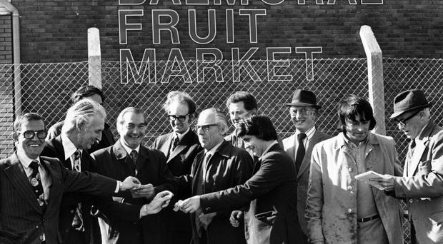 The group of independent fruit wholesalers at the opening of Balmoral Market. 29/9/1975