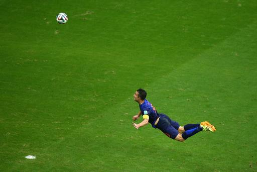 BESTPIX - SALVADOR, BRAZIL - JUNE 13: Robin van Persie of the Netherlands scores the teams first goal with a diving header in the first half during the 2014 FIFA World Cup Brazil Group B match between Spain and Netherlands at Arena Fonte Nova on June 13, 2014 in Salvador, Brazil. (Photo by Jeff Gross/Getty Images)
