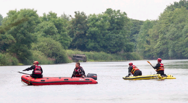 Emergency Services search for the vehicle which crashed in to the Newry Canal. NewRaypics.com
