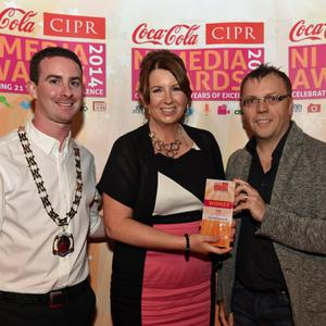 CIPR SCOOP OF THE YEAR? Pictured is Joanne Sweeney, The Belfast Telegraph with Chris Love CIPR NI & Mark Stewart, Chairman Pubs of Ulster. Photo by SImon Graham/Harrison Photography
