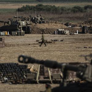 Israeli artillery seen near the Israeli-Gaza border on July 25, 2014 near Israel's border with the Gaza Strip. (Photo by Ilia Yefimovich/Getty Images)