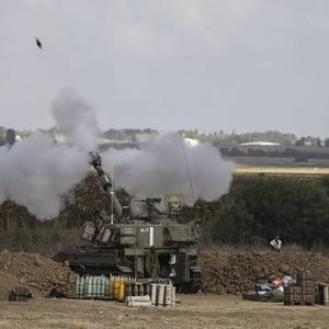 Israeli artillery fire near the Israeli-Gaza border on July 25, 2014 near Israel's border with the Gaza Strip. (Photo by Ilia Yefimovich/Getty Images)