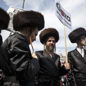 Orthodox Jews show their support for peace in Gaza as they attend a 'Stop the War' demonstration in Parliament Square on July 26, 2014 in London, England. (Photo by Oli Scarff/Getty Images)