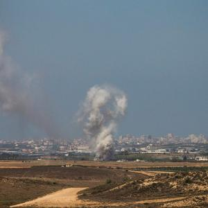 Israeli strikes in Gaza are seen after a ceasefire failed on July 27, 2014 near Sderot, Israel. (Photo by Andrew Burton/Getty Images)