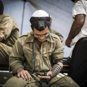 sraeli soldiers pray near the Israeli Gaza border as the 24 hour ceasefire begins on July 27, 2014 on the Israeli/Gaza border, Israel. (Photo by Ilia Yefimovich/Getty Images)