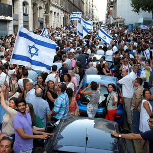 Supporters of Israel wave flags and shout slogans during a demonstration in Marseille, southern France, Sunday, July 27, 2014. (AP Photo/Claude Paris)