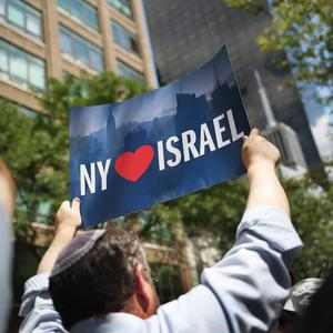 People take part in a rally in support of Israel near the United Nations Headquarters on July 28, 2014 in New York City. (Photo by John Moore/Getty Images)