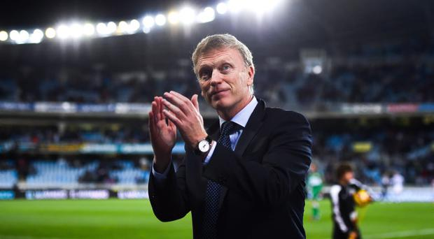 David Moyes of Real Sociedad acknowledges the crowd at the end of the La Liga match between against Elche FC
