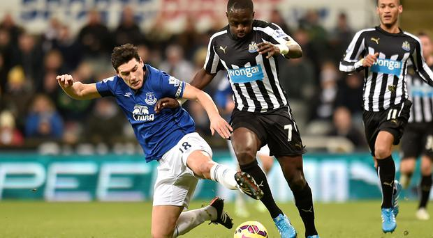 Everton's Gareth Barry (left) and Newcastle United's Moussa Sissoko in action during the Barclays Premier League match at St. James' Park, Newcastle. Owen Humphreys/PA Wire.