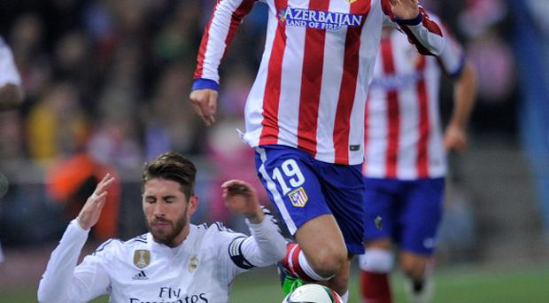 Grounded: Fernando Torres leaves Sergio Ramos trailing