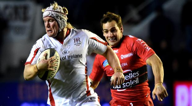 Ulster's flanker Mike McComish (L) runs with the ball during the European Rugby Union Champions Cup match between Toulon and Ulster on January 17, 2015 at Mayol stadium, Toulon, southern France. AFP PHOTO / BORIS HORVAT/Getty Images.