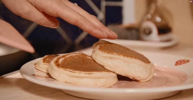 Perfect easy pancake recipe from the little pink kitchen with sarah adorn your pancakes with delicious hot caramelised apples or tasty bacon with maple syrup ccuart Choice Image