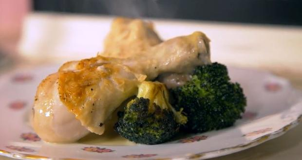 Little Pink Kitchen's creamy garlic chicken with roasted broccoli and mash potato