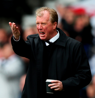 DERBY, ENGLAND - MAY 02: Steve McClaren, manager of Derby looks on during the Sky Bet Championship match between Derby County and Reading at iPro Stadium on May 2, 2015 in Derby, England. (Photo by Matthew Lewis/Getty Images)
