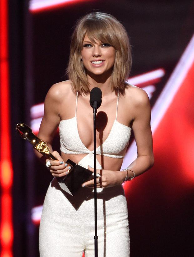 Taylor Swift accepts the award for top billboard 200 album for 1989 at the Billboard Music Awards at the MGM Grand Garden Arena on Sunday, May 17, 2015, in Las Vegas. (Photo by Chris Pizzello/Invision/AP)