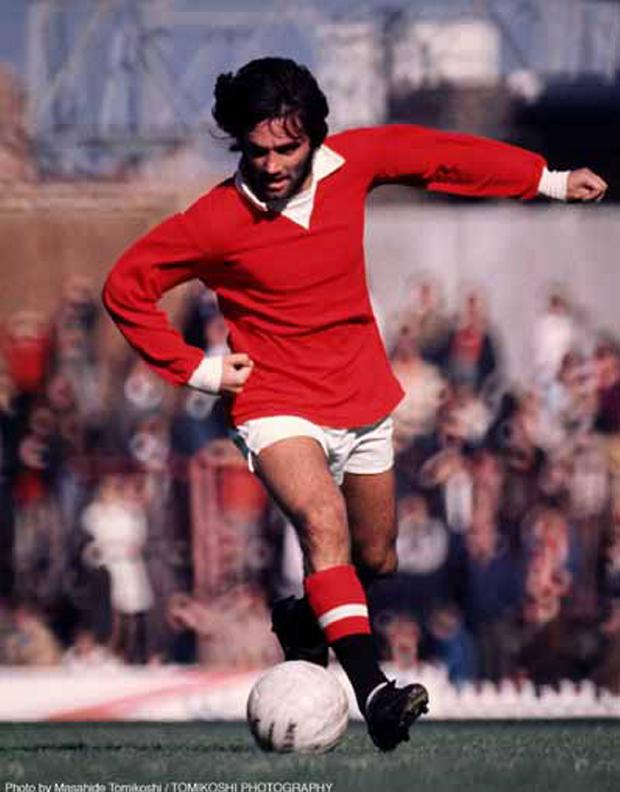 GEORGE BEST:FOOTBALL/MANCHESTER UNITED LEGEND. ACTION. 9/4/1971