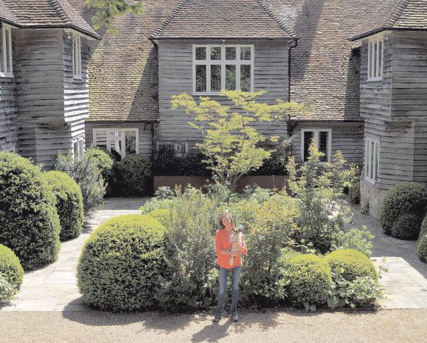 Smart Design: Vanessa Ringer in her courtyard garden
