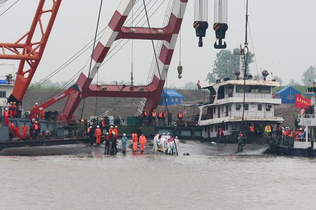 Rescuers at the scene of the capsized Eastern Star cruise ship in Jianli, central China's Hubei province on June 4, 2015. AFP/Getty Images