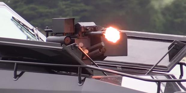 Boat has a gyroscopically stablised remote control grenade launcher / machine gun Image: Frank Kowalski /YouTube