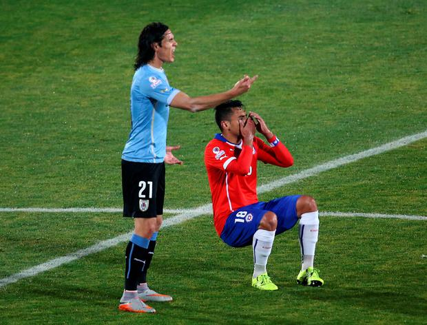 Uruguay's forward Edinson Cavani (L) and Chile's defender Gonzalo Jara gesture during their 2015 Copa America football championship quarterfinal match, in Santiago, on June 24, 2015. AFP/Getty Images