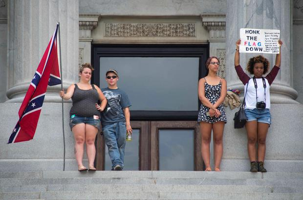 Pro-confederate flag demonstrators (L) and anti-confederate flag demonstrators (R) stand on opposite side of the South Carolina State House steps in Columbia, South Carolina, June 27, 2015. AFP/Getty Images