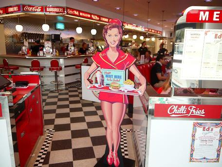Ed's sells a host of burgers, chilli, hotdogs and fries in 1950s American diner-style surroundings, complete with jukebox.