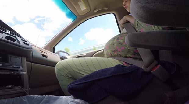 Lesia Pettijohn gave birth to her son while stuck in gridlocked traffic in Houston, Texas.