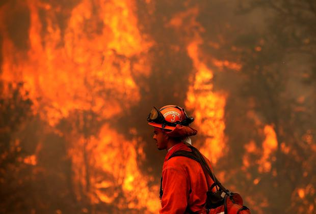 A firefighter monitors a backfire during a burn operation to head off the Rocky Fire on August 2, 2015 near Clearlake (Photo by Justin Sullivan/Getty Images)