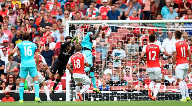 West Ham United's Cheikhou Kouyate scores his side's first goal of the game during the Barclays Premier League match at the Emirates Stadium, London. Andrew Matthews/PA Wire.