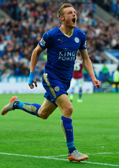 Jamie Vardy celebrates after scoring Leicester's second and equalising goal