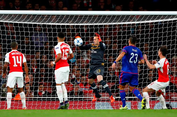 David Ospina of Arsenal scores an own goal during the UEFA Champions League Group F match between Arsenal FC and Olympiacos FC at the Emirates Stadium on September 29, 2015 in London, United Kingdom. (Photo by Shaun Botterill/Getty Images)