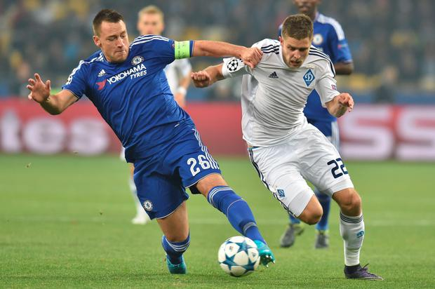 Dynamo Kiev's Ukrainian forward Artem Kravets (R) vies with Chelsea's English defender John Terry during the UEFA Champions League football match Dynamo Kiev vs Chelsea, on October 20, 2015 at the Olympic stadium in Kiev. AFP/Getty Images