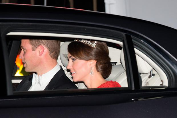 Prince William, Duke of Cambridge (L) and his wife Catherine, Duchess of Cambridge, arrive for a state banquet to honour the state visit by China's President, Xi Jinping on October 20, 2015 in London, England. (Photo by Carl Court/Getty Images)