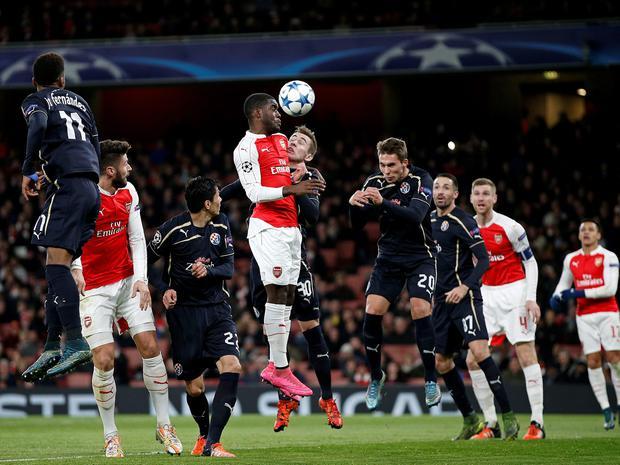 Arsenal's Costa Rican striker Joel Campbell (4th L) challenges Dinamo Zagreb's Marko Rog (5th R) during their UEFA Champions League Group F football match between Arsenal and GNK Dinamo Zagreb at The Emirates Stadium in London on November 24, 2015. AFP/Getty Images