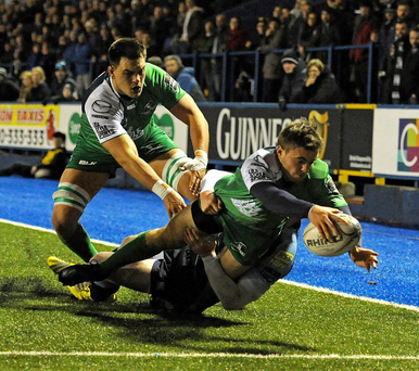Guinness PRO12, BT Sport Cardiff Arms Park, Wales 4/12/2015 Cardiff Blues vs Connacht Connacht's Ian Porter scores his side's first try Mandatory Credit ©INPHO/Ashley Crowden