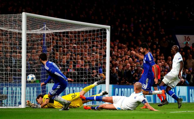 LONDON, ENGLAND - DECEMBER 09: Eden Hazard of Chelsea hits the post during the UEFA Champions League Group G match between Chelsea FC and FC Porto at Stamford Bridge on December 9, 2015 in London, United Kingdom. (Photo by Clive Rose/Getty Images)