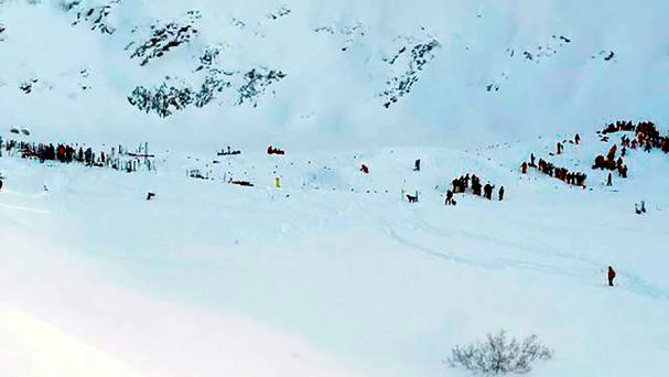 Rescuing teams gather for search and rescue operations on a piste at the avalanche site after skiers, including a group on a school outing, were swept away in the Les Deux Alpes resort in The French Alps on January 13, 2016. / AFP / STRINGERSTRINGER/AFP/Getty Images