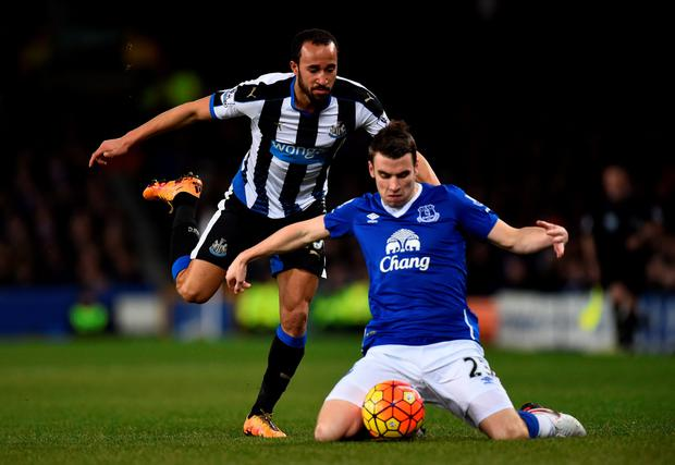 Andros Townsend of Newcastle united challenges Seamus Coleman of Everton during the Barclays Premier League match between Everton and Newcastle United at Goodison Park on February 3, 2016 in Liverpool, England. (Photo by Stu Forster/Getty Images)